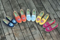 彩色鞋子组合拍摄半圆组合