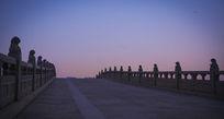 清晨的石桥