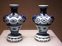 青花朵花纹象耳瓶