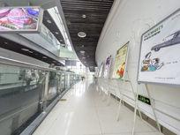 宽敞的楼宇走廊