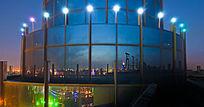 玻璃幕墙中的扬州夜色