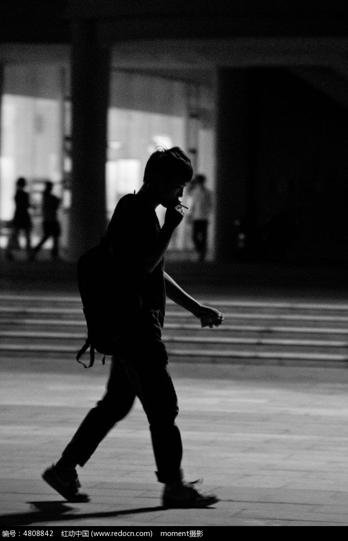 抽烟的青年剪影图片,高清大图