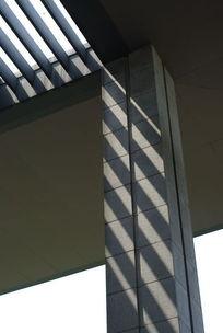大理石立柱上的光效