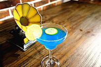 蓝色的海洋鸡尾酒