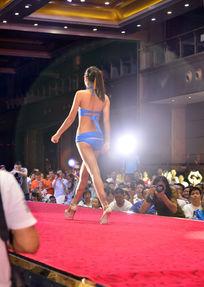 模特在台上走秀