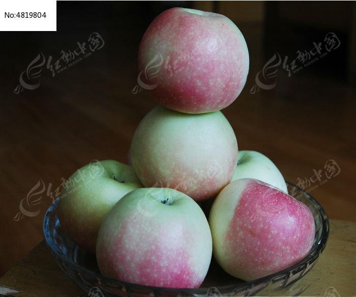苹果 盘子 水果图片