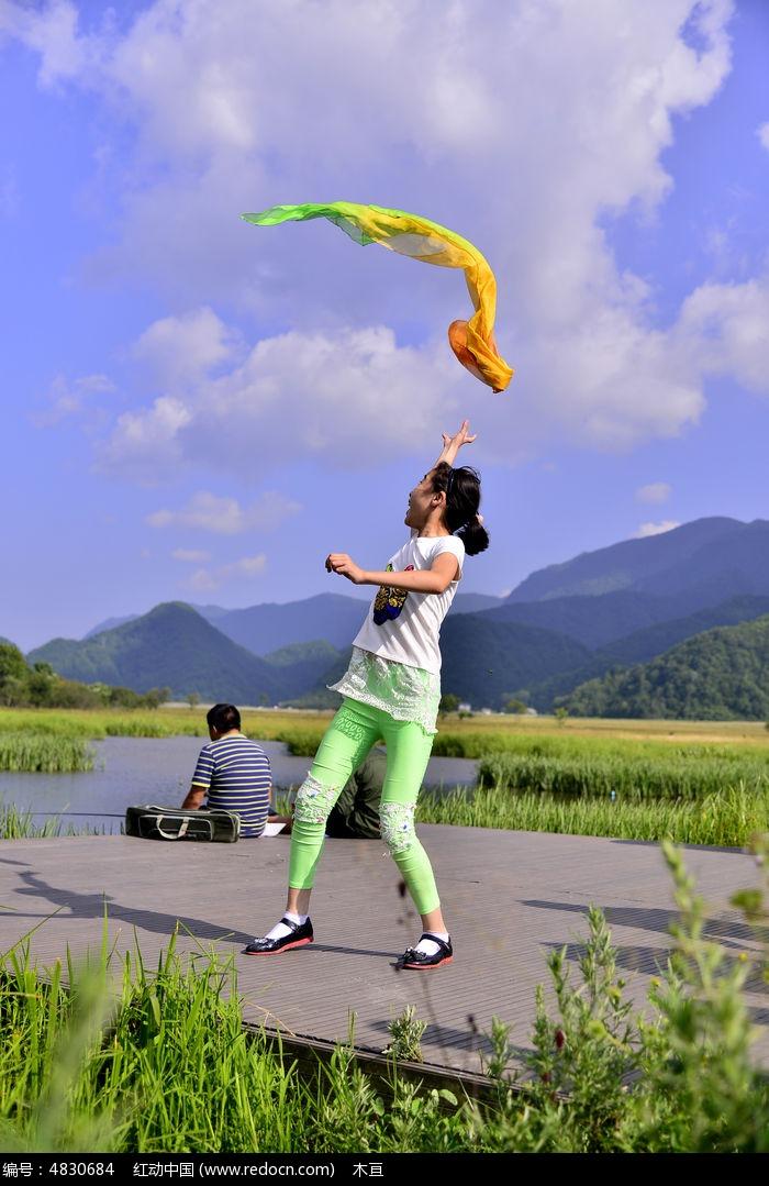 纱巾上舞动1女孩女生推头的图片高清,场景大图_v纱巾平台图片