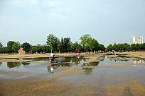 暴雨后的御道广场