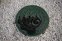 龙形图案窨井盖