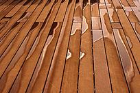 木板上的水光