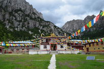 神山下的措普寺