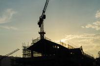 夕阳下的建筑摄影图