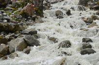 湍急的山间溪流