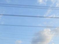 天空中的电压线