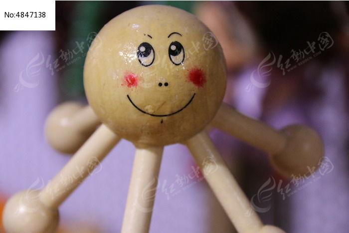木头雕刻娃娃图片