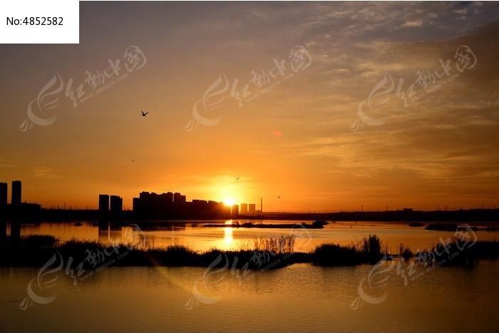 素材 日出 鄂尔多斯/自然风光 湿地 日出鄂尔多斯红海子湿地植物 绿色草坪湖水...