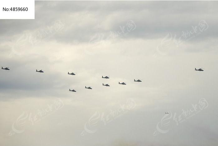 排列整齐的直升飞机