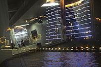 夜灯下广东珠江游轮上的城市风光