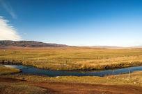 草原上的河流