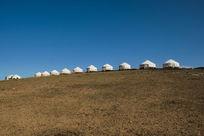 草原上一排蒙古包