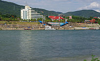 澜沧江边的海关办公楼