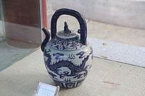 青花龙纹茶壶