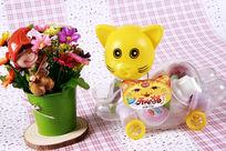 玩具猫与花