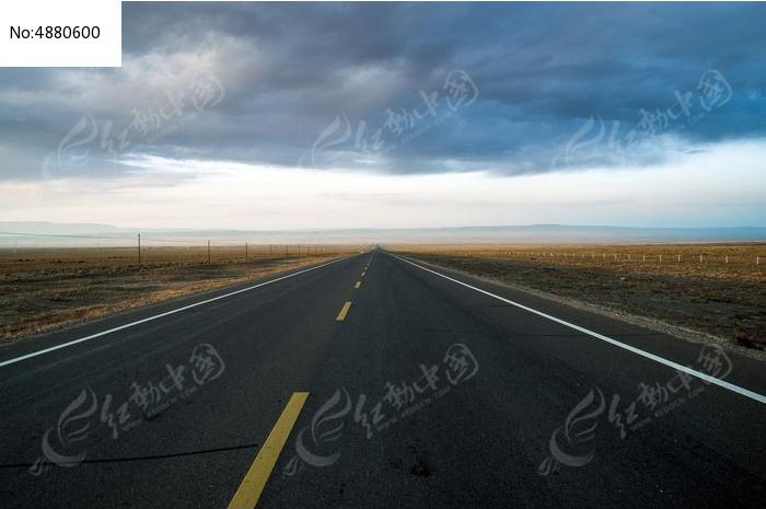 笔直的公路图片