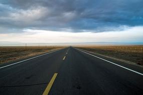 笔直的公路