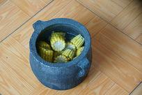 黑砂锅煮玉米
