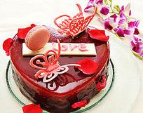 红色的心形蛋糕