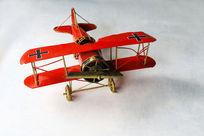 红色飞机模型