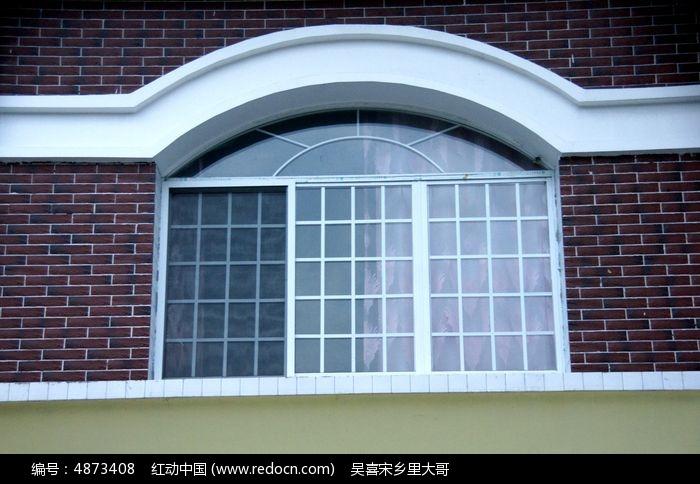 现代新农村别墅上的窗子图片