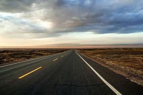 一望无际的公路