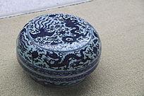 龙纹青花瓷罐子