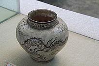 龙纹图案陶罐
