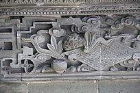 棋盘上的动物砖雕