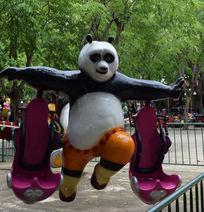 公园里儿童旋转熊猫模型座椅