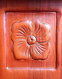 红木四叶花形浮雕雕刻装饰艺术