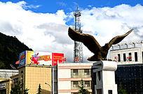 大鹏展翅的雕塑