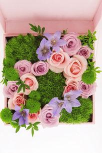 粉色鲜花礼盒