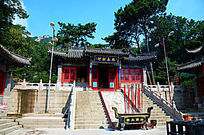 千山的忠义财神殿