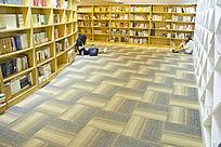 青岛如是书店的地面