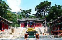 夏天的千山忠义财神殿