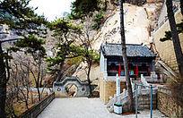 春天的东阁景区内的祠堂