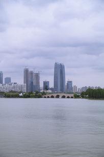 李公堤桥和东方之门