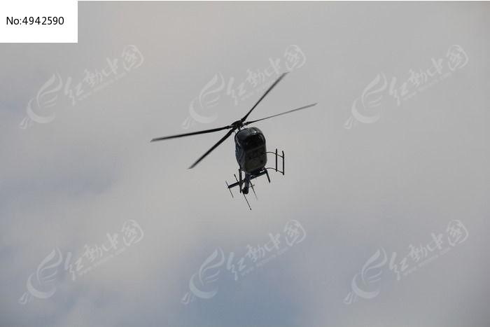巡逻的直升飞机