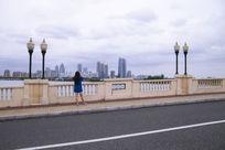 站在李公堤桥上拍金鸡湖风光