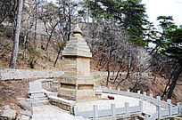 祖师塔与春天的山