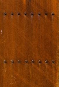 锈迹斑斑的铁门